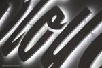 durchgesteckte Buchstaben aus Acrylglas